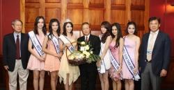 มิสทีนไทยแลนด์ 2011มอบกระเช้าดอกไม้เพื่อ ขอบคุณผู้สนับสนุนการประกวด